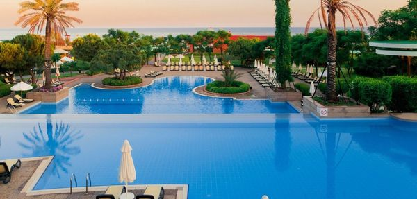 MAXIMUM Golfreisen Gloria Verde Resort